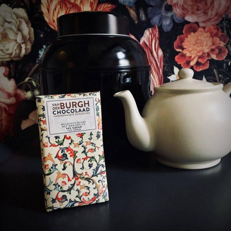 Milk chocolate (34%) with Almonds - Van der Burgh - Chocolate