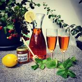 Iced Tea! The perfect drink to cool-down during the day or to enjoy a long summer night. The Smallest House has a wide collection of tea blends to get you started. We highly recommend our Vanilla Sky rooibos blend. First grade rooibos with raspberries and vanille. Add a slice of lemon, some mint and a drop of honey. Delicious! ❤️❤️❤️. #icedtea #icetea #rooibos #redbush #rooibosthee #ilovetea #tealovers #tealoversofinstagram #tea #thee #ijsthee #summerdrinks #teacocktail #cooldown #vanillasky #teablend #strawberries #raspberries #lemon #honey #expatsinamsterdam #foodiesofinstagram #foodiesamsterdam #amsterdamfoodies #amsterdamfoodieguide #foodphotography #amsterdam #thesmallesthouse #hetkleinstehuis #teashop