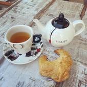 Goodmorning! Green tea and a fresh croissant, best breakfast in the world! Have a great day everyone! ❤️❤️❤️  #goodmorning #breakfast #greentea #croissant #frenchbreakfast #breakfastinfrance #petitdejeuner #bonjour #breakfasttea #haveagreatday #vacancesenfrance #ladoucefrance #ilovetea #tealovers #tealoversunite #relaxandunwind #thesmallesthouseinamsterdam #teashop