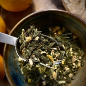 Sencha Orange Ginger!  A great way to start the Sunday morning.   A beautiful sweet and spicy loose leaf tea blend. A delicious combination of green tea, sharp ginger and fresh sweet orange. Aromatic, light and refreshing.   And very healthy indeed!   Green tea is well known for its positive effect on metabolism. It also contains many bio-active substances such as anti-oxidants that can help the body fighting free radicals.   Ginger is very nutritious and fits well with a healthy lifestyle. It contains minerals such as  manganese, potassium, magnesium and copper and vitamins such as B5 and B6.   In addition to that orange is a great source of vitamin C, as well as several other vitamins, minerals and antioxidants.  All these beautiful elements put together results in a wonderfully healthy and tasty tea blend that is definitely worth trying.   Now available in store and online! (Link in bio)  #thee #tea #theezetten #versethee #looseleaftea #japanesetea #amsterdamvegan #veganamsterdam #gezondethee #healthytea #healthylifestyle #gezondethee #theetijd #teatime #theewinkel #teashop #sencha #ginger #gember #orange #sinaasappel #gemberthee #gingertea #tealovers #tealoversofinstagram #teaphotography #foodphotography #thesmallesthouseinamsterdam #smallesthouse #hetkleinstehuis #hetkleinstehuisamsterdam