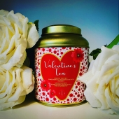 Love is brewing!   Februari 14th, Valentine's Day! The day we celebrate love!  Such a special kind of day requires a special kind of tea, a true Valentine's tea! To share with your loved one, close by or far away.   Our Valentine's Tea will conquer anyone's  heart. A mild green tea blend with rose leaf, strawberry and real sugar hearts.   This special tea blend comes in a elegant gold coloured or black tea tin that is fitted with a double lid to preserve the quality of the tea.   We pack the tea tin in a beautiful gift box to make the surprise even bigger.   Would you like to make someone's Valentine's Day? When you order online, you can confirm the shipping address and we will make sure your Valentine's Tea gift will de delivered to your Valentine!   #valentines #valentinesday #valentinesday2021 #valentinestea #valentijnsdag #loveisbrewing #tea #teatime #teablend #valentijnscadeau #valentinesgift #teagift #tealovers #insteagram #tealoversofinstagram #expatsinamsterdam #amsterdamexpats #expatlife #teashopamsterdam #teashop #teaboutique #theeboetiek #hightea #theewinkelamsterdam #looseleaftea #teatin #teacaddy #amsterdam #iamsterdam #smallesthouseinamsterdam
