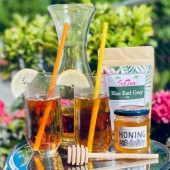 The weather is so nice today in Amsterdam! Sunny, warm and a beautiful blue sky! It looks like spring has finally arrived and summer is approaching!  To enjoy these long summer days to the fullest, we have put together an iced tea package!   It consists of 3 different loose  leaf tea blends that are great for making refreshing iced tea:  -Organic Ginger Pear -Blue Earl Grey -Forrest Fruit  To really get into the summer vibes, we've added two tropical straws to each package so you can enjoy your iced tea in style!  Add a slice of lemon, maybe a drop of honey…and it's time to relax and unwind!   The iced tea package is available in our store and online (link in bio)  #thee #ijsthee #icedtea #icetea #coldtea #organictea #biologischethee #organiclifestyle #biologisch #veganlifestyle #healthylifestyle #lossethee #looseleaftea #theepakket #cooldrink #summerdrink #celebratesummer #summerinamsterdam #zomerinamsterdam #amsterdam #iloveamsterdam #amsterdamfoodies #amsterdamcravings #expatsinamsterdam #tealovers #smallesthouse #thesmallesthouseinamsterdam #hetkleinstehuis #herbaltea #fruittea