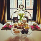 This summer, let us serve you the perfect sweet mini high tea! The Smallest House has everything prepared for a grand experience in our tiny tea room! ❤️❤️❤️. #summer #hightea #tearoom #theekamer #tealovers #ilovetea #teashop #theewinkel #thee #tea #amsterdamhotspot #expatsinamsterdam #mustdotravels #mustdoamsterdam #amsterdamfood #amsterdamfoodie #windowview #foodphotography #thesmallesthouseinamsterdam #hetkleinstehuis #amsterdam
