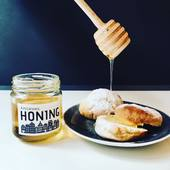 Honey and tea, a classic combination! Our honey comes from Amsterdam! A fantastic example of urban beekeeping. Yet another beautiful local product! Thanks to Amsterdam beekeepers who keep their bees in the garden parks of the city. Now available in our store and online! ❤️❤️❤️ #honey #honeytea #honeybee #beekeeping #urbanbeekeeping  #rawhoney #localhoney #honeyfromamsterdam #amsterdamhoney #foodiesamsterdam #amsterdamfoodies #healthyeating #expatsinamsterdam #perfectgift #souvenir #foodphotography #foodblogger #foodblog #tealovers #ilovehoney #ilovetea #teashopamsterdam #teashop #teaboutique #thesmallesthouseinamsterdam #oudehoogstraat #amsterdam